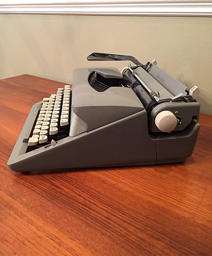 Seventh and Oak - Craigslist Finds - Typewriter 2.jpg