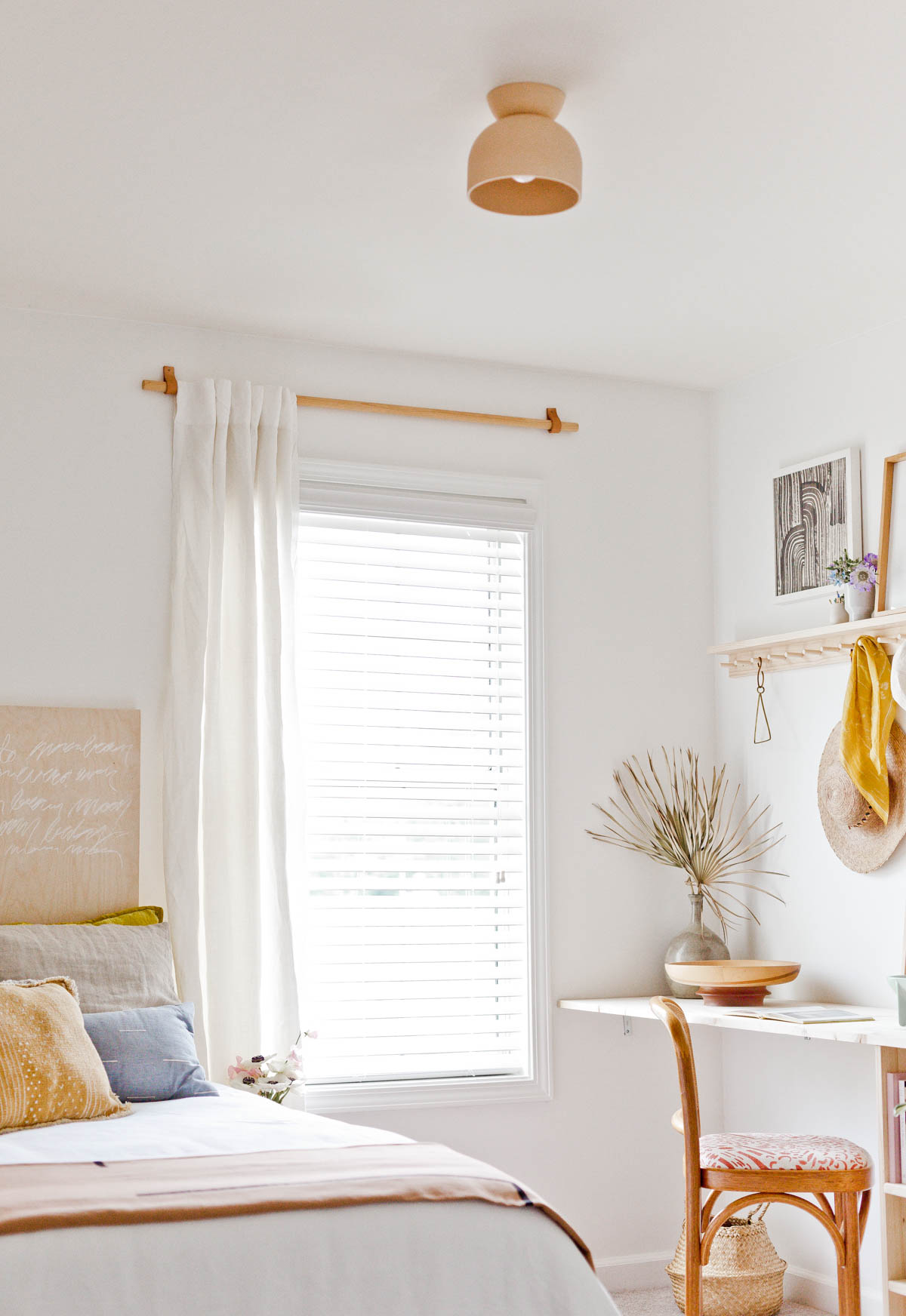 - Design Crush: A Renter-Friendly Guest Room/ Home Office