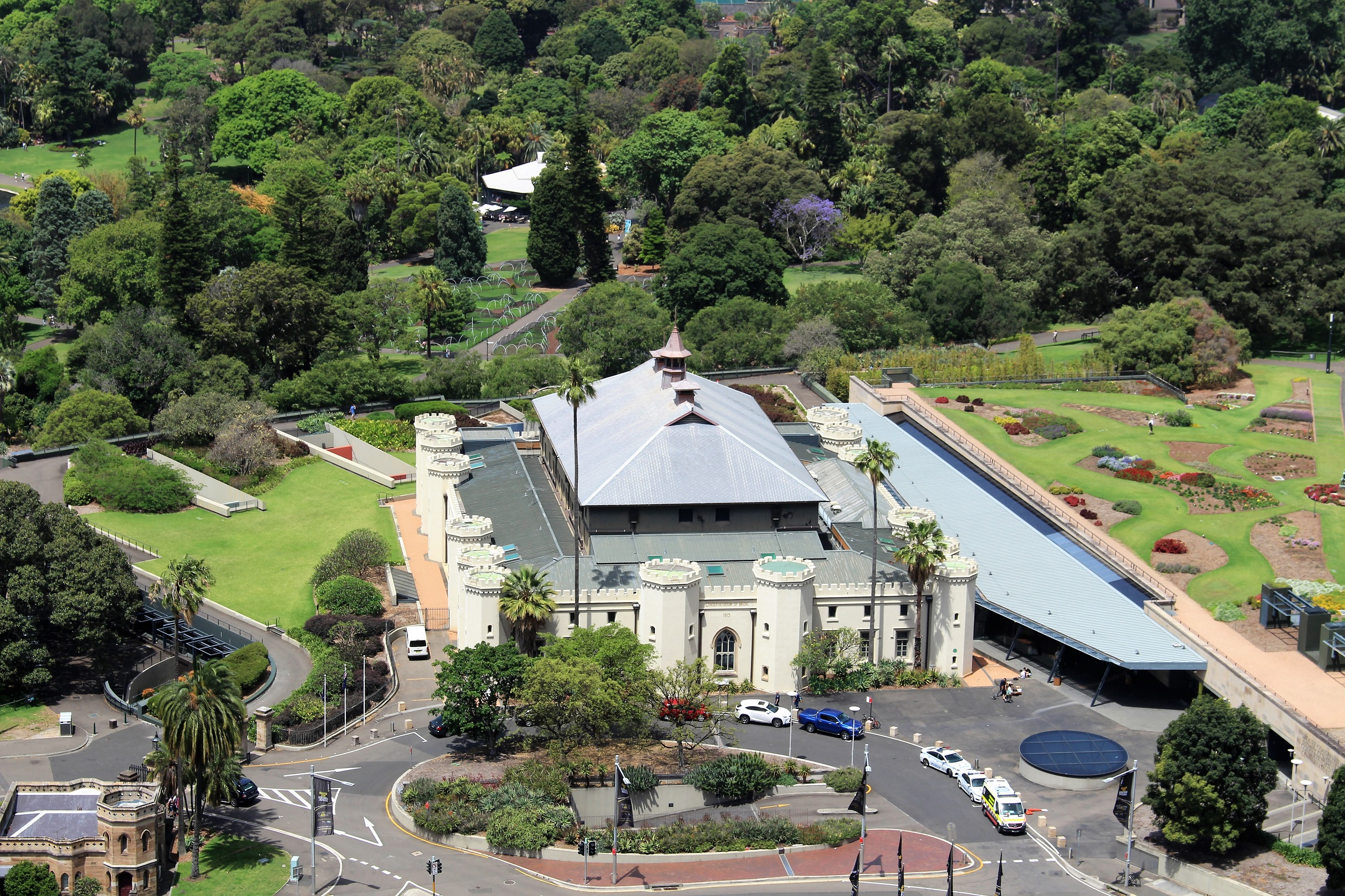 Sydney Conservatorium of Music and Sydney Royal Botanical Gardens