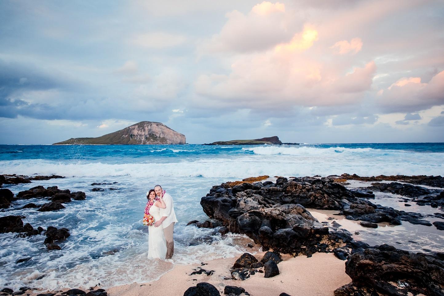 makapu'u beach oahu hawaii bride groom bridal portrait ocean