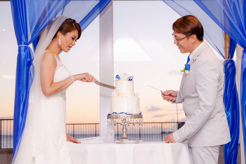 bride groom cutting the cake reception honolulu hawaii