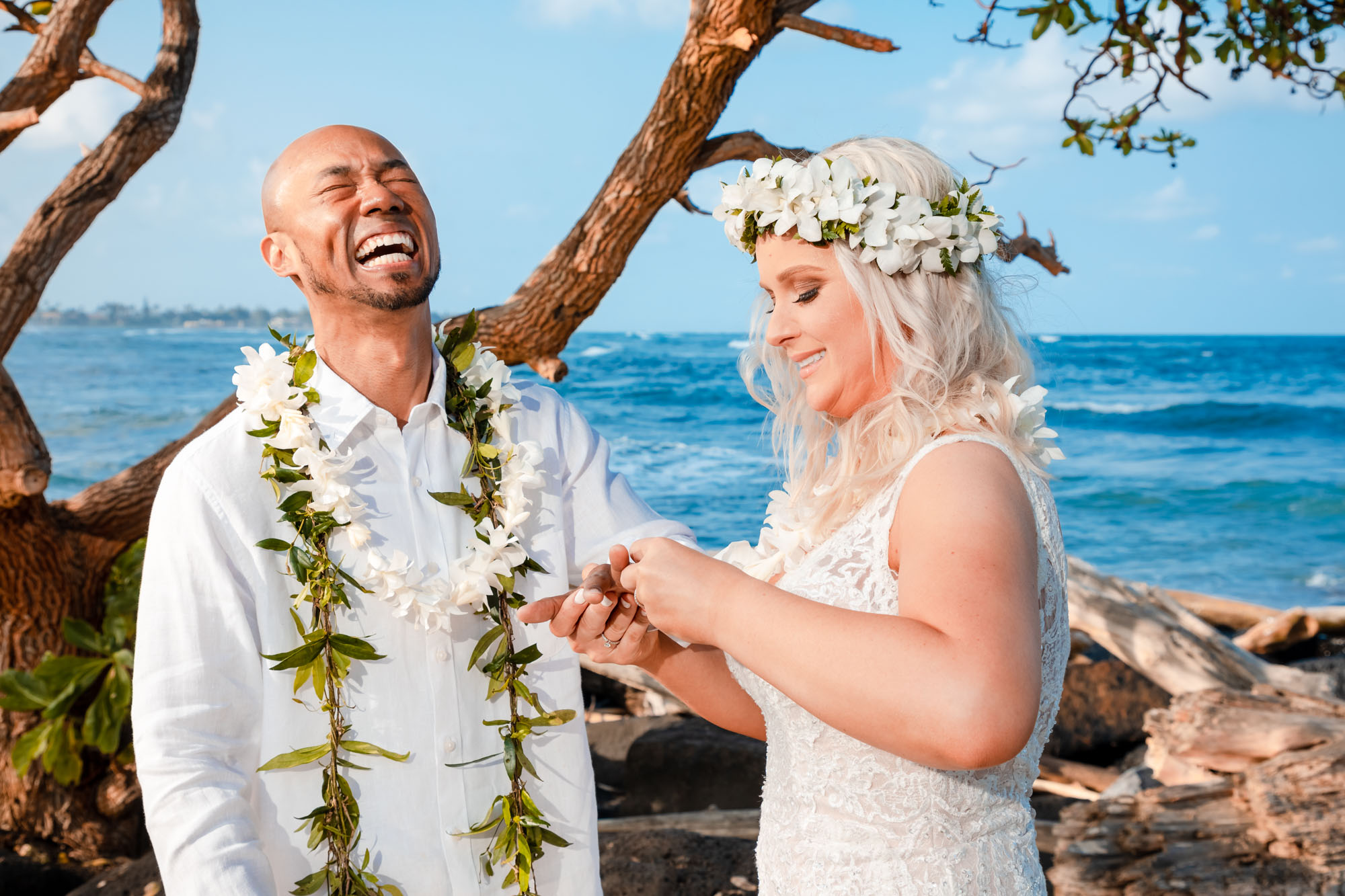 kauai elopement ceremony bride groom exchange rings vows