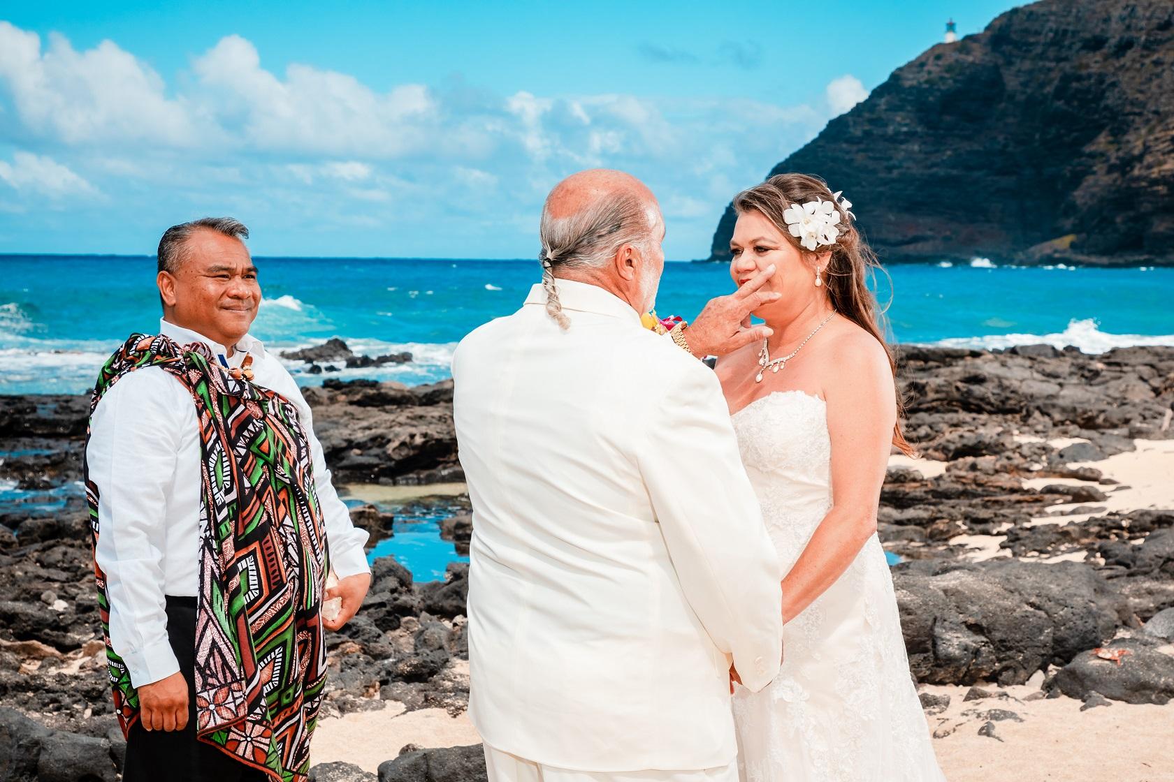 wedding ceremony makapu'u beach oahu hawaii