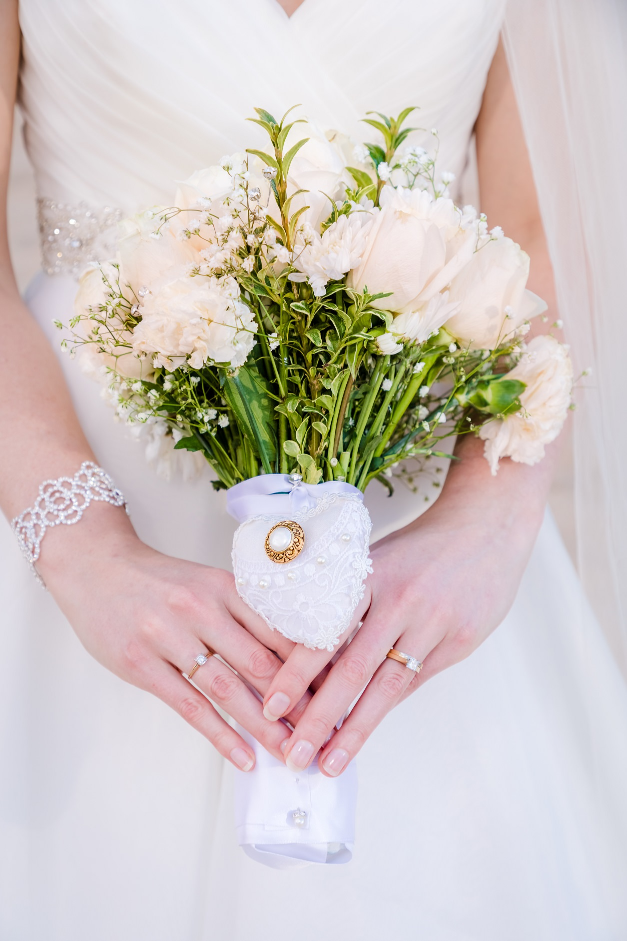 brides wedding flower bouquet with grandmothers wedding ring