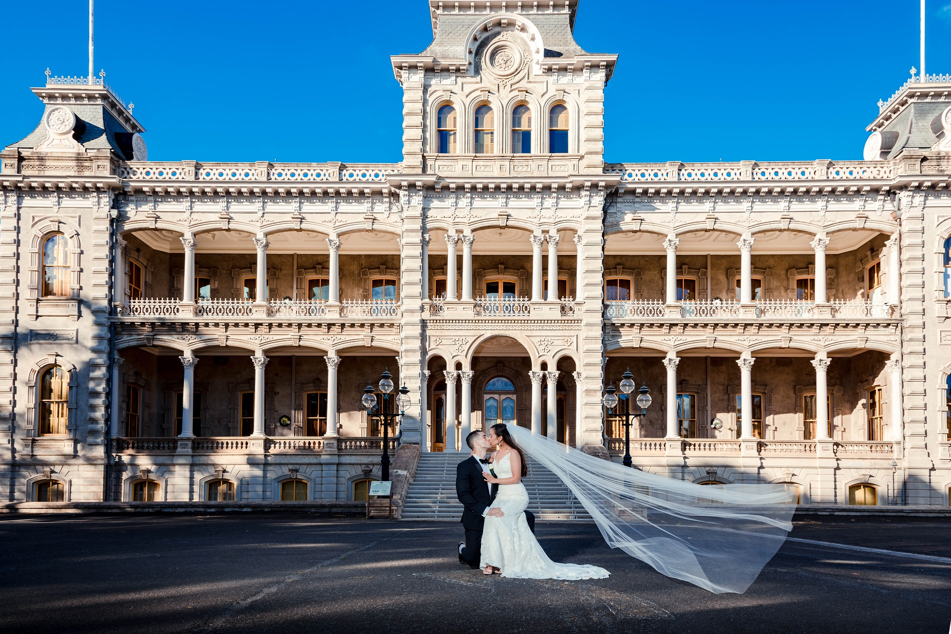 iolani palace bride groom wedding portrait photography oahu hawaii