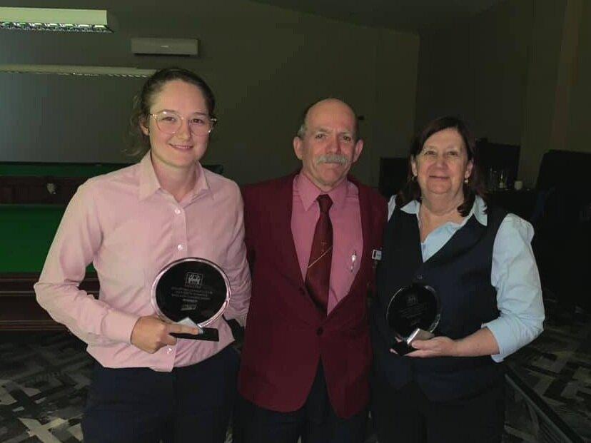 Winner Jessica Woods, referee Phil Gunns & Runner Up Shirley Ryan