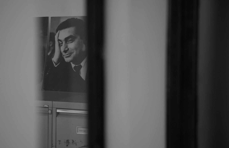 Robert Capa war der Präsident bis zu seinem tragischen Tod in Indochina 1954. Er trat auf einer Fotoreportage auf eine Miene. Noch heute hängt sein Bild in den Büros von Magnum.