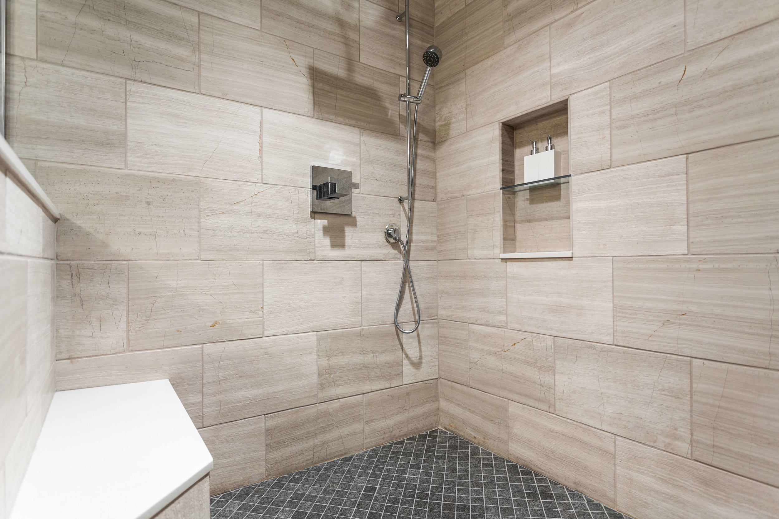 Modern Bathroom-9.jpg