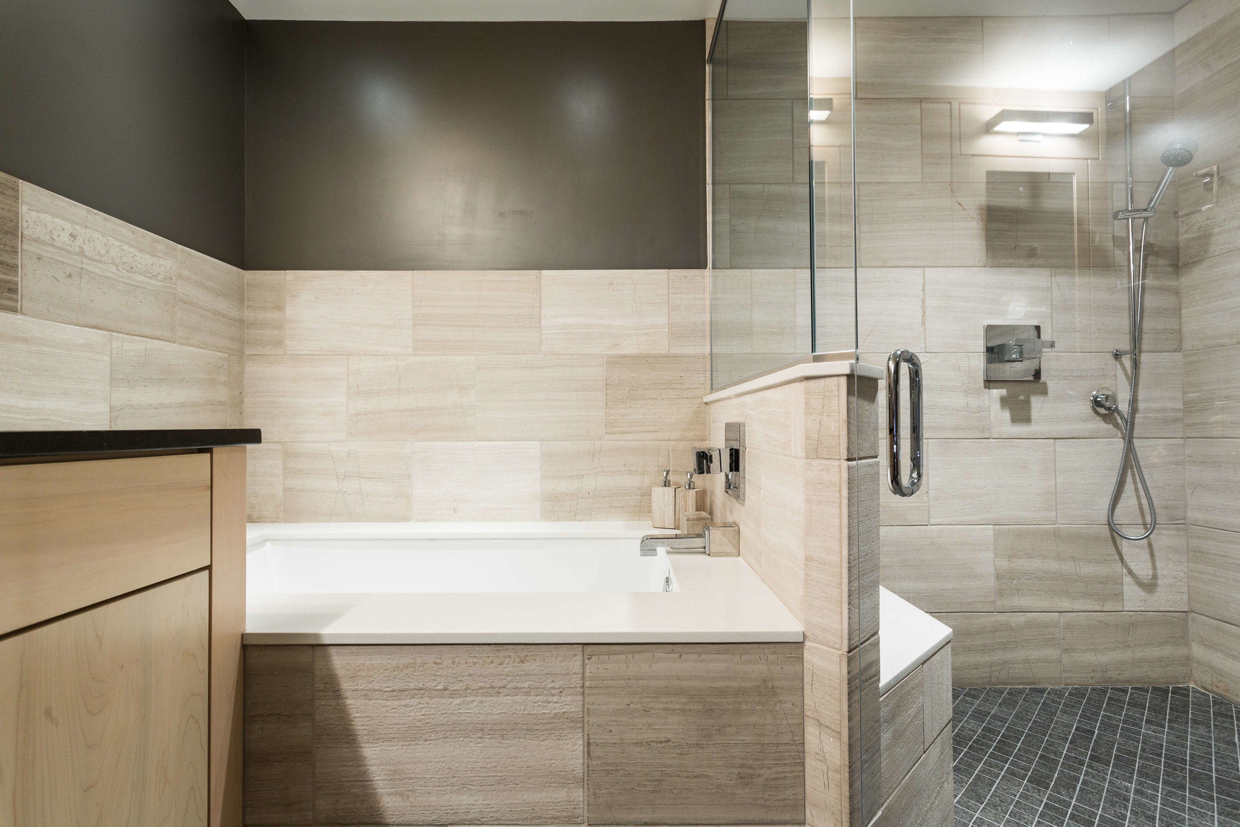 Modern Bathroom-5.jpg