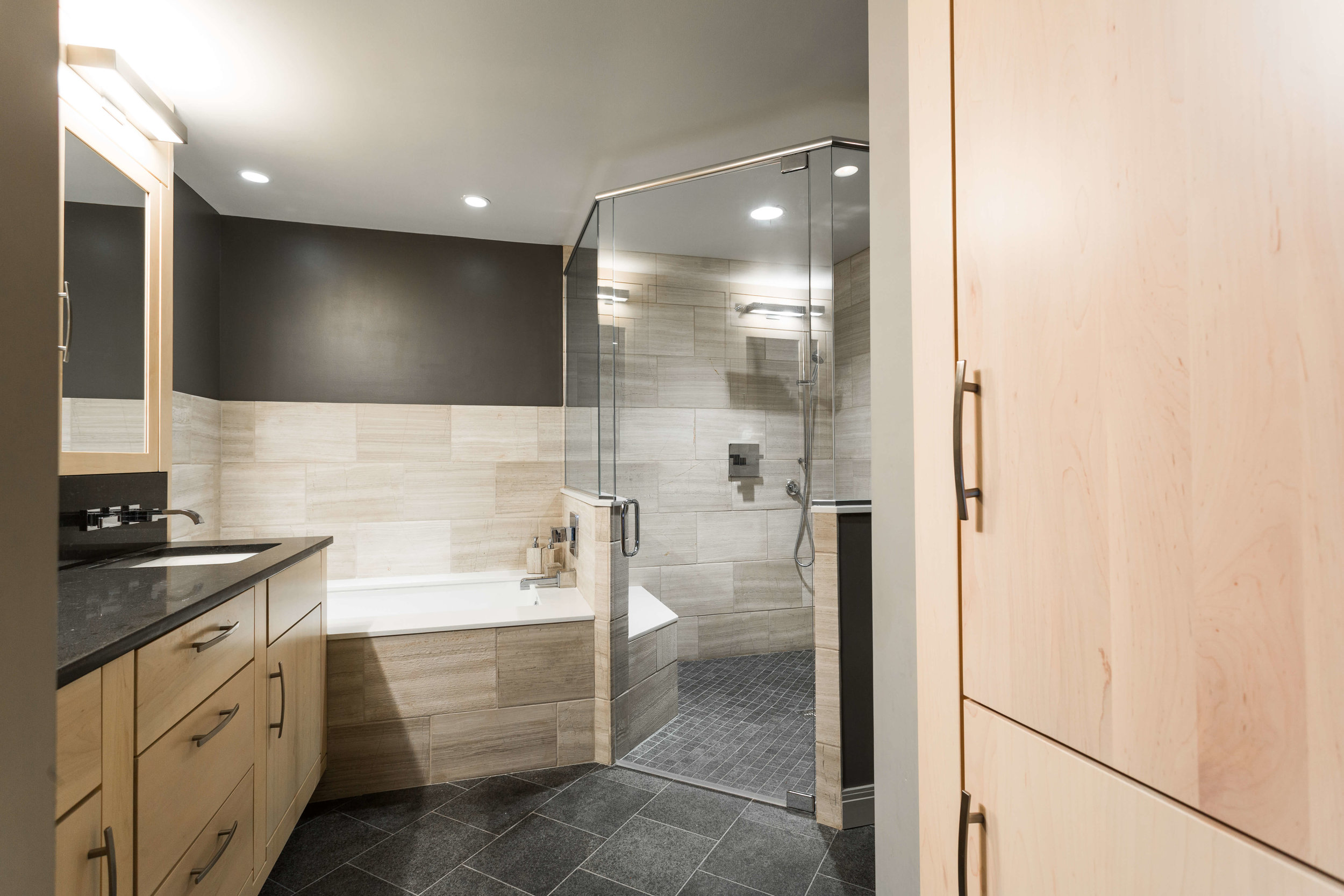 Modern Bathroom-4.jpg