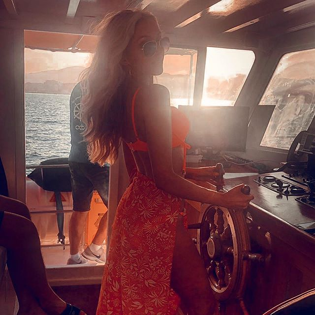 Just call me Captain Jack of the Booze Cruise ⛵️🔱 #comeaboardifyoudare . . . . #fblogger #irishfblogger #photography #fashionbloggers #lookbook #style #fbloggerstyle #lotd #happy #lookoftheday  #swimwear #holidaylook #instyle #beachwear #ootdbrowser #outfitpost  #whowhatwearing #stylegoals #ltkunder100 #liketkit #discoverunder5k