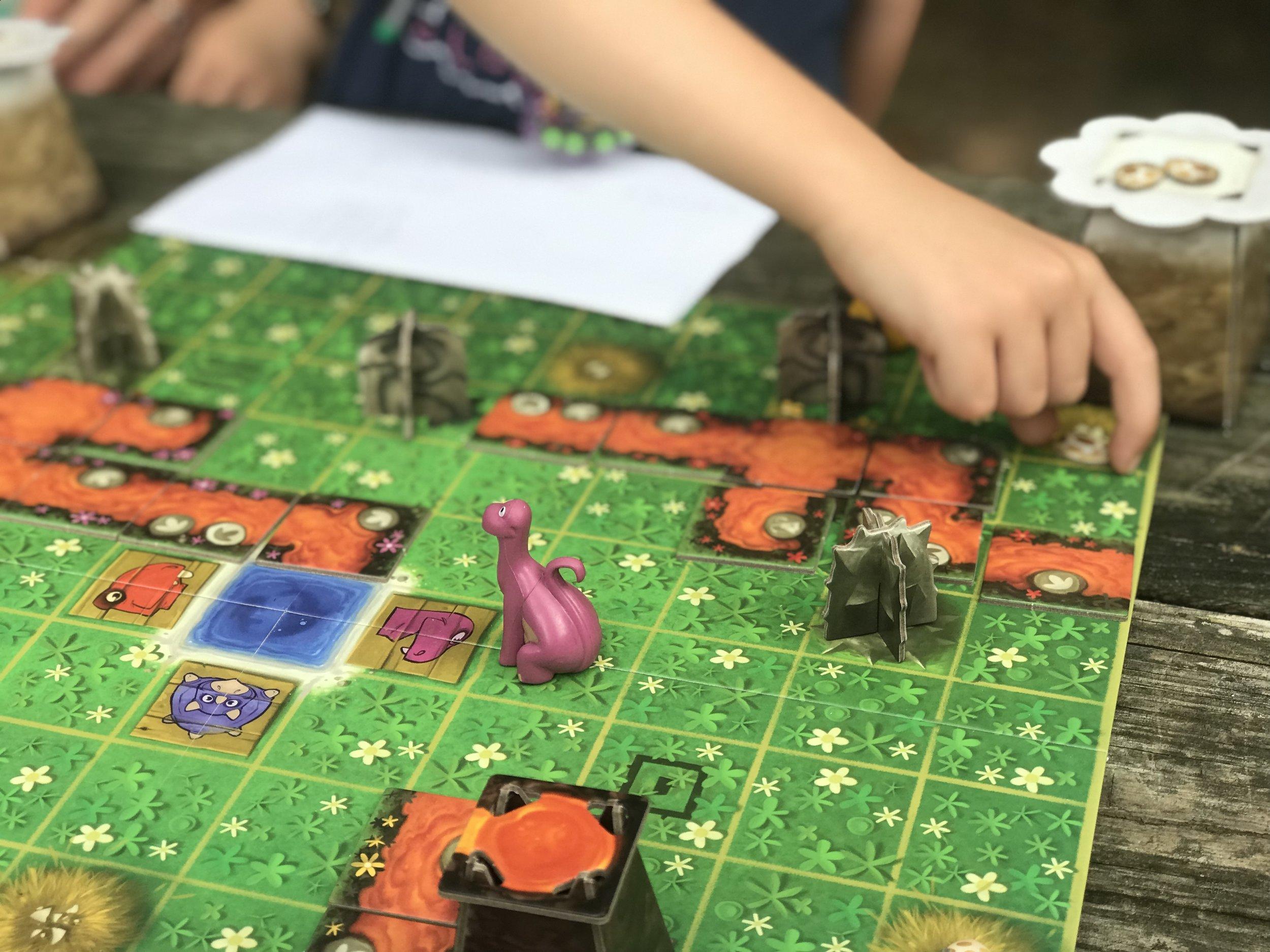 SOS Dino - LOKI - Family Board Game.JPG