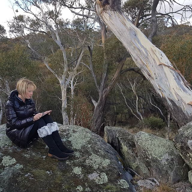 It's cold but totally worth it.  #thredbo #thredbovillage #snowymountains #drawing #colour #ground #near #nswsnow #snow #artist #landscape #mountains #pencil #drawing #colour #lakecrackenback #landscapedrawing #lakecrackenbackloving #drawinginthelandscape #stanleystreetgallery