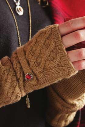Ginger-Snaps-Fingerless-Gloves-and-Necklace.jpg