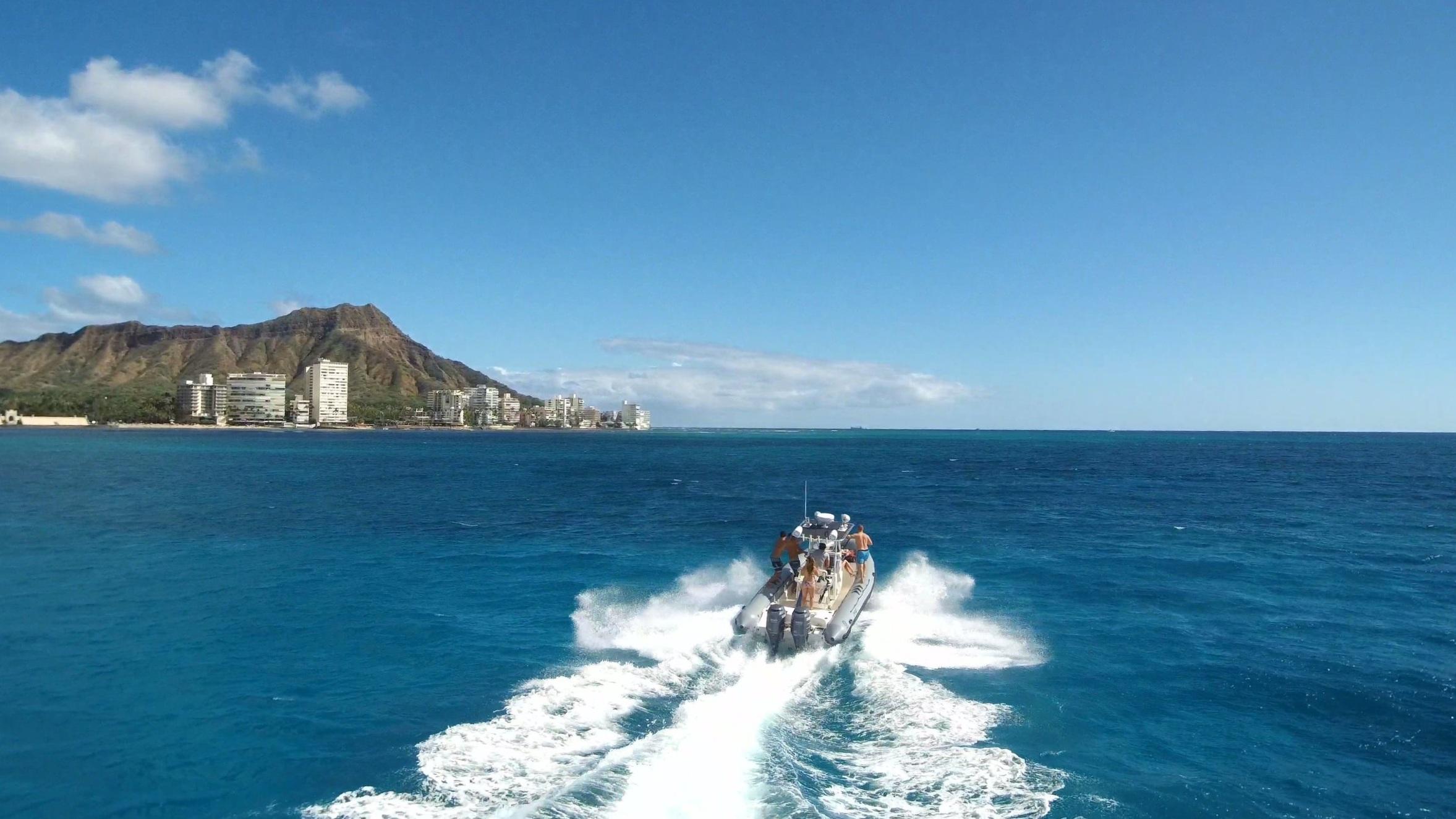 private charter boat tour in Waikiki near Diamond Head