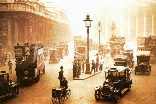 London in June 1922. Photo courtesy of the Old Pics Archive.