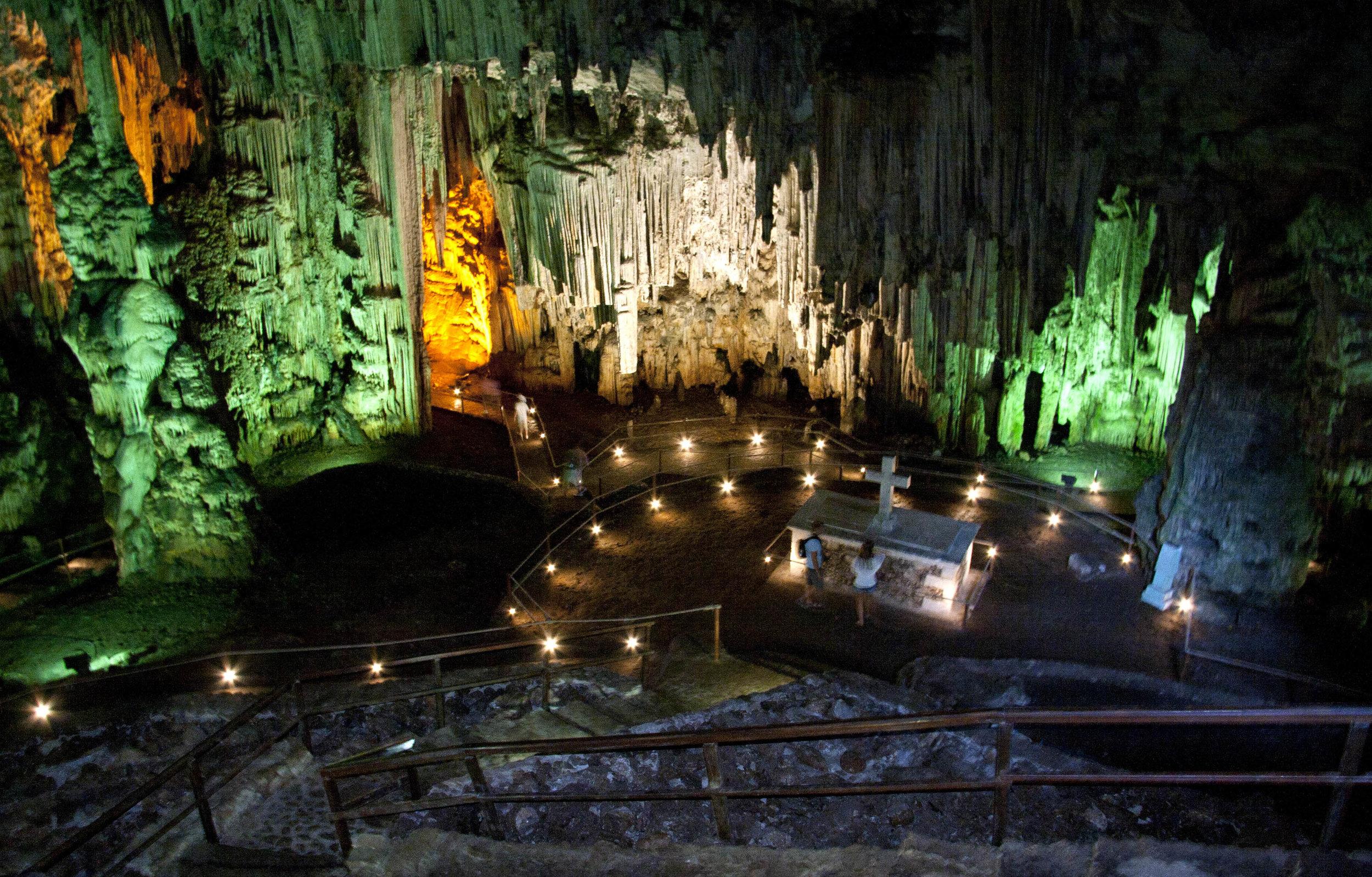 Meledoni Cave Crete.jpg