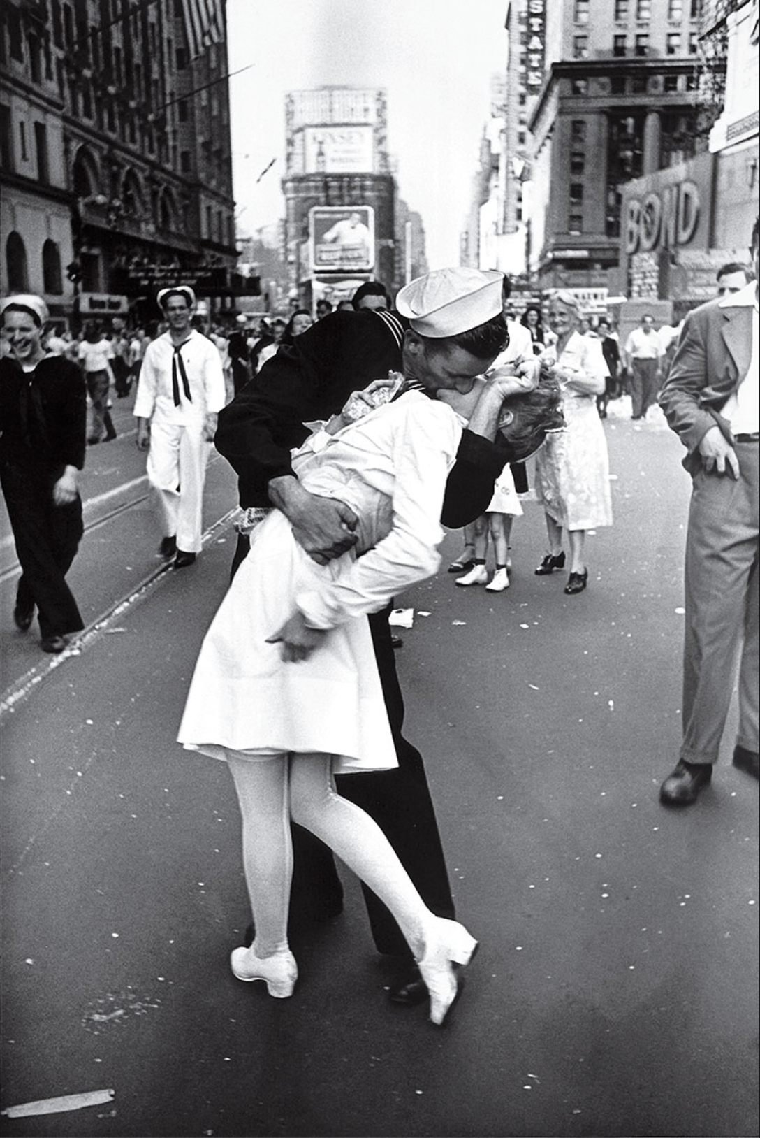 V-J Day in Times Square by Alfred Eisenstaedt - Story Behind the Photograph — about photography blog