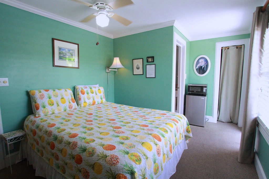 HARRY TRUMAN - ⇨ Sleeps 2Queen bed with private bathroom. Enjoy your own private balcony and sundeck, with outdoor seating. Combine with the Margaret Truman to form a suite.2nd Floor
