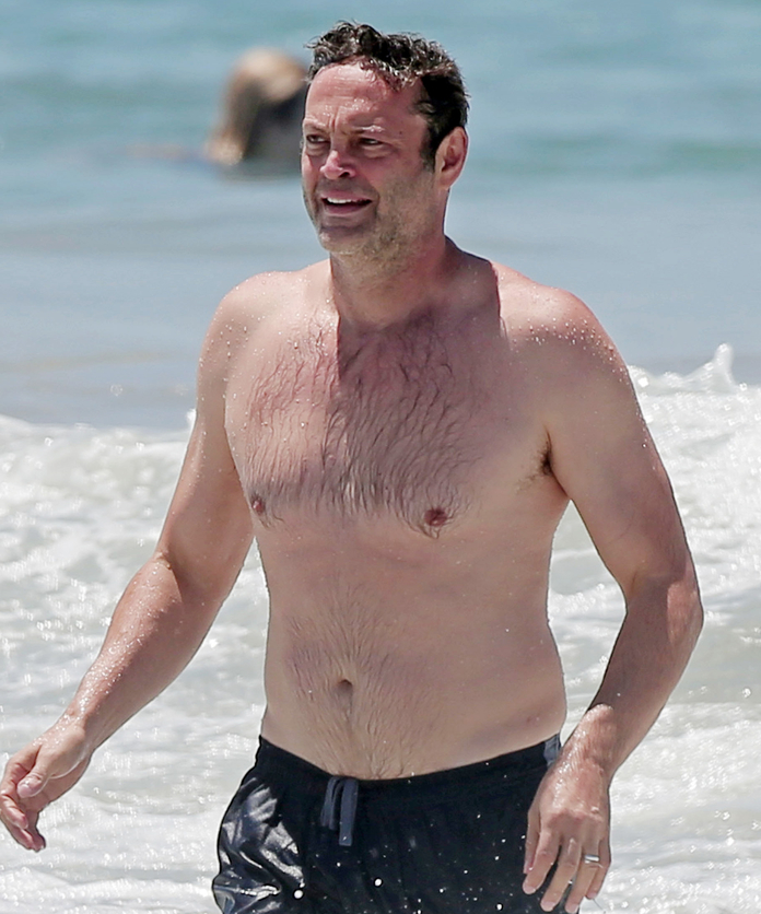 SHOCKING: Guess which movie star has this epic dad bod! - by Justin S.