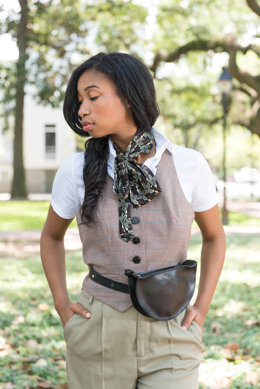 Fall Fashion | College Fashion | Preppy College Fashion | Fall Outfits | Fall Outfit Ideas | Personal Style | Fall Layering Ideas | Fall Fashion Essentials | How to Style a Belt Bag | How to Style a Fanny Pack | How to Style a Neck Scarf | Paprika Southern