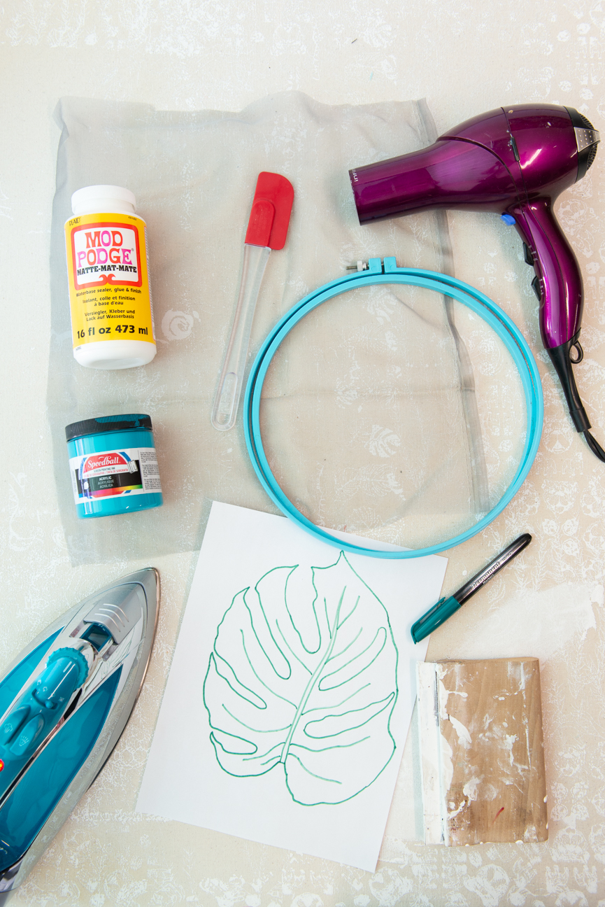 DIY Screen Printed Tote | Moss & Marsh | DIY Screen Printing | Easy Screen Printing | Screen Printing At Home | Screen Printing for Kids | Screen Printing Project | Easy Screen Printing Tutorial | Monstera Leaf | Farmers' Market | Farmers' Market Tote | Screen Printing Designs | Mod Podge Projects | Screen printing ideas | Screen Printing on Canvas | Screen Printing on Vinyl | Craft Project | Kids Craft Project Ideas | Spring Break Craft Project Ideas | Paprika Southern