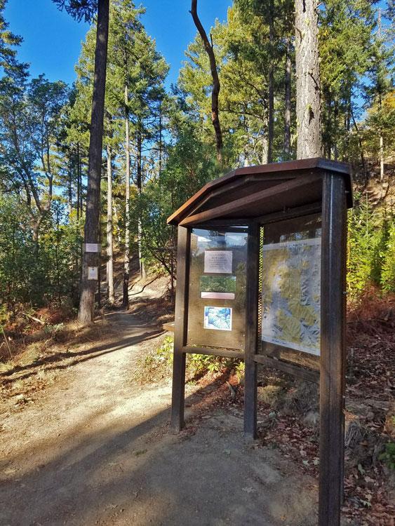 Applegate-Trail-Assn-kiosk.jpg
