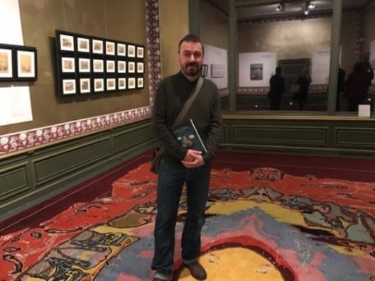 Luc Cromheecke op de vernissage 'Cromheecke tekent Daubigny' in De Collectie Mesdag Den Haag