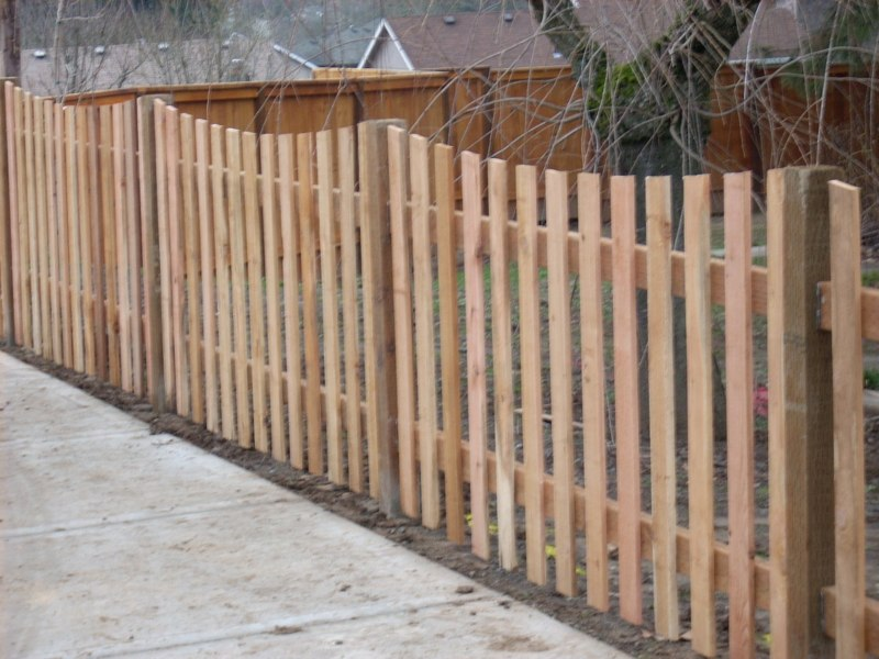 Scallop Top Picket Fence