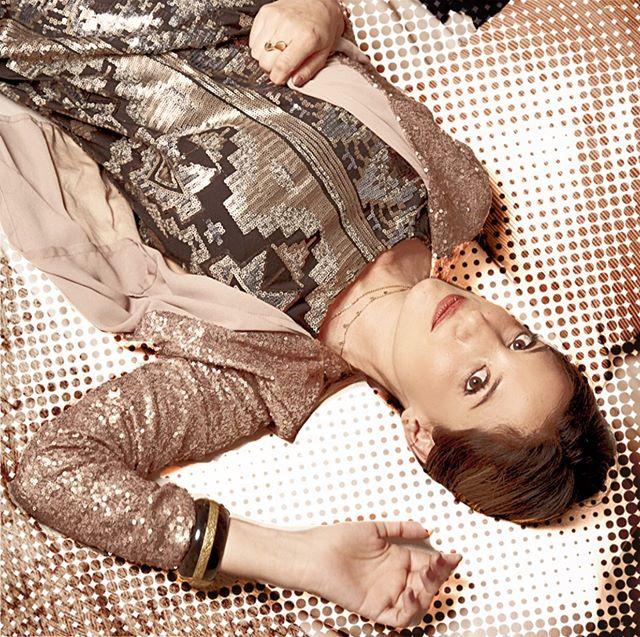 Up side down it's turning me 🎵 #sequins #shine #lentejuelas #secondhand #segundamano #slowfashion #style #art #portrait