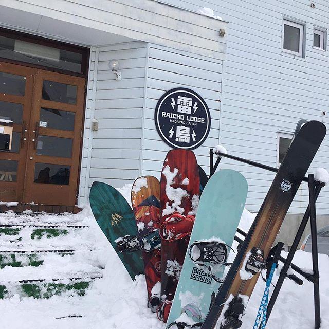 Endless days of madapow! Everyone's out getting some! 📷: @cragtret