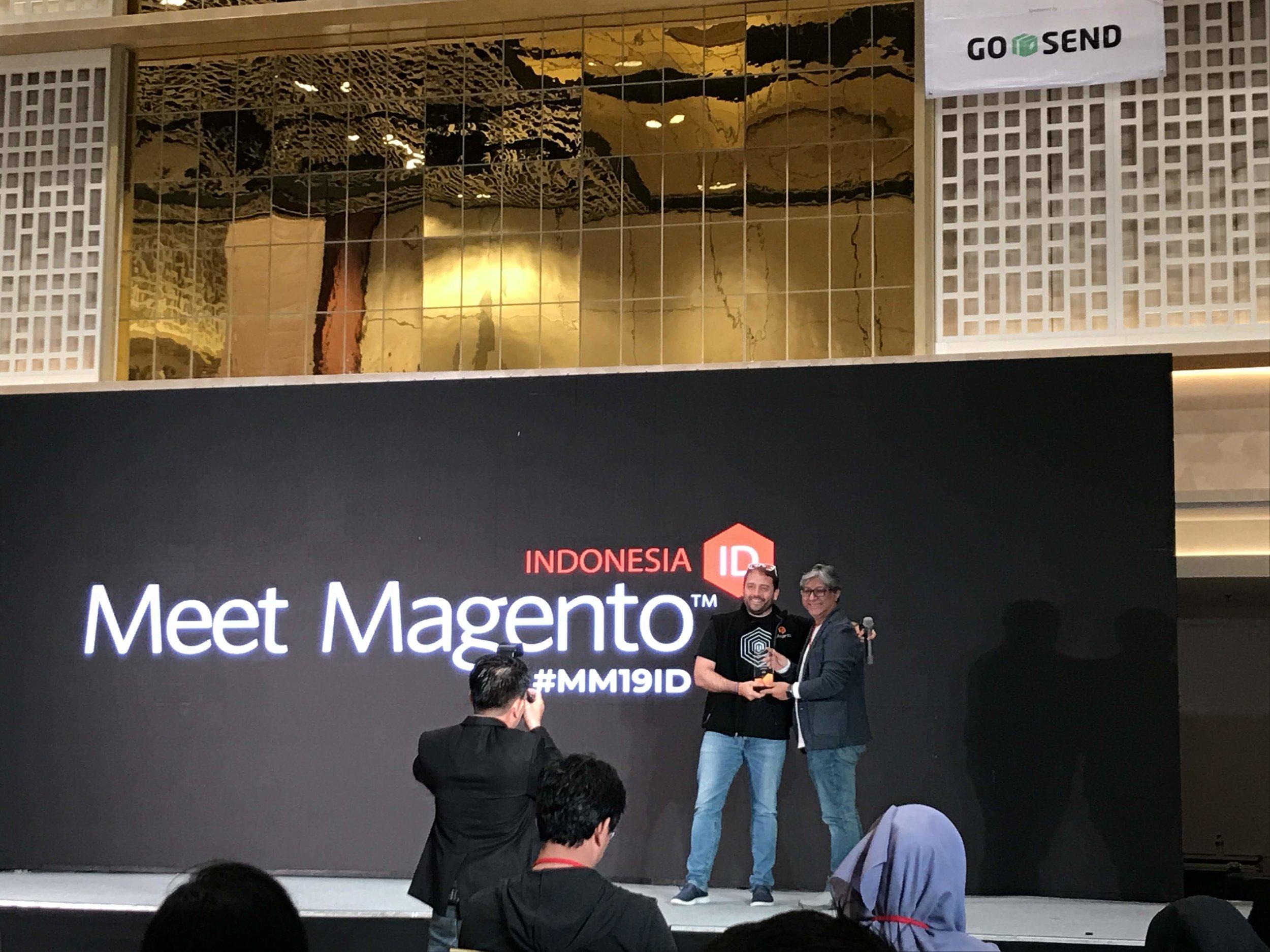 Muliadi Jeo (Founder of ICUBE) dan Ben Marks (Magento Evangelist) dalam memungkasi acara Meet Magento Indonesia 2019