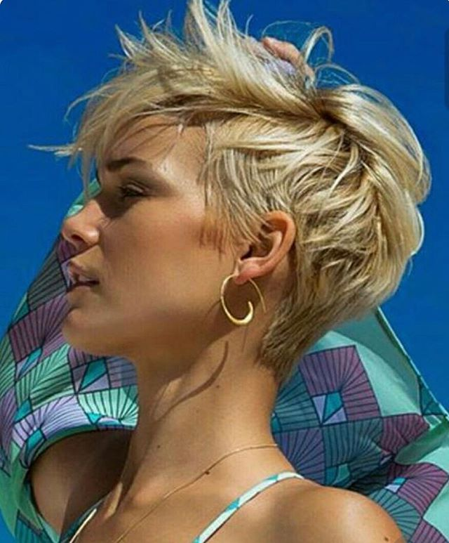 Sexy Short Beach Hair...! #beachhair #shorthair #hairinspo #shorthairdontcare #beach #summerstyle #hairblogger #blondehair #pixiecut #sexyhair #summervibes #hairdresser #behindthechair #modernsalon #hairpaint #haircolour #haircolor #trendy #onpoint #jbeverlyhills #jbeverlyhillseurope