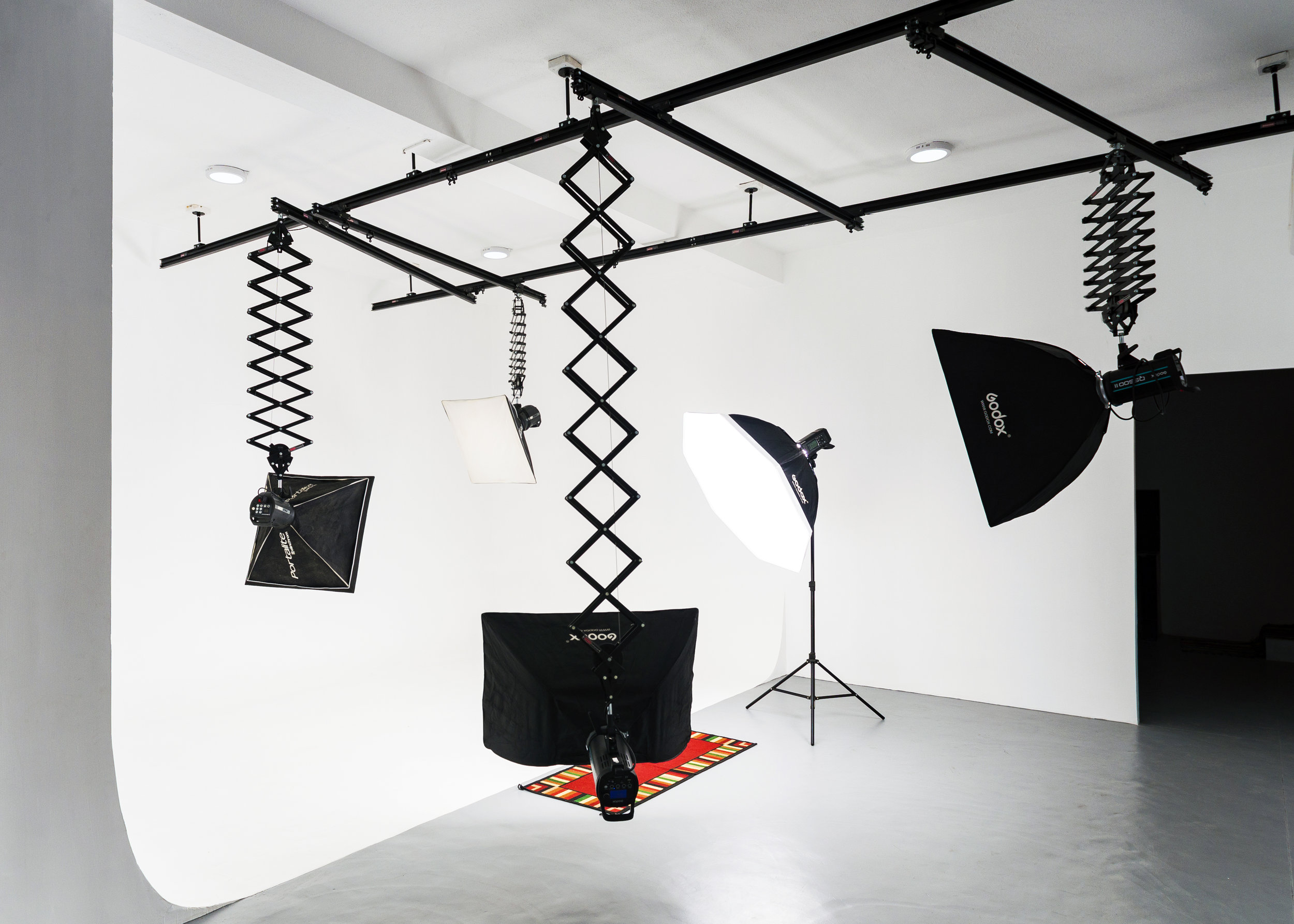 High-end studio equipments with 'cyclorama' set-up and ceiling railings -