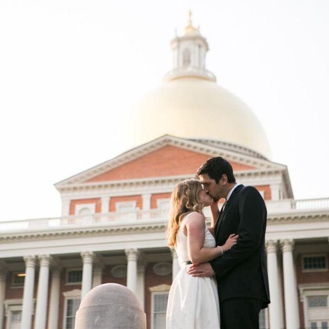 ❤️❤️❤️⠀ .⠀ .⠀ .⠀ .⠀ #bostonengagementsession #bostoncapitalbuilding #bostonweddingphotographer⠀ #bostonweddingphotography