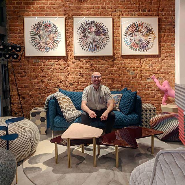 Le damos la bienvenida a nuestro showroom a @luigirodriguezart , creativo con más de 10 años de experiencia en el arte publicitario y el arte plástico. . . . . #luigicuchillo #arte #showroom #tocamadera #design #designstore #creativo #newcollaboration #muebles #madrid #madriddesign #diseño #interiorismo #interioirdesign