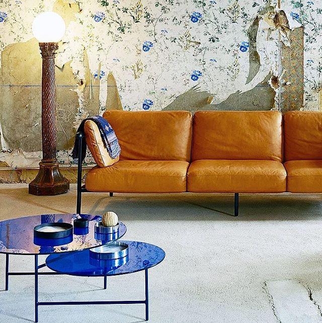La mesa Zorro recibe su nombre por el héroe enmascarado que inspiró la ingeniosa estructura Z que admite un dúo de mesas redondas superpuestas,  que le dan una sensación de ligereza a esta pieza simple y elegante. . . . . #zorro #mesa #diseño #innovacion #interiorismo #interiordesign #design #tocamadera #lachance #madrid #mueblesymoda #arquitectura #novedades #homedeco #decoracion #ideas #designstore #azul #reforma