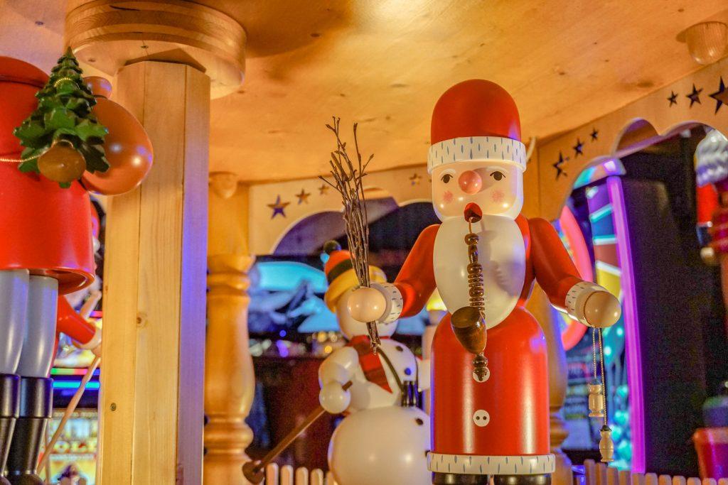 Christmas-Casino-German-Sculpture-1024x683.jpg