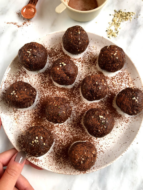 Chocolate Brownie Protein Balls - Recipe1 cup almonds1 cup pitted dates2 scoops chocolate protein powder (I use Genuine health Fermented Chocolate protein powder)1 scoop collagen peptides1/3 cup Hemp Hearts2 Tbsp cacao powder1 tsp ground cinnamon1/4 cup almond milkMETHODBlend almonds into a food processor until they are finely chopped. Then add in the rest of the ingredients until the mix is soft and gooey. Put mix into the freezer for 5 minutes to avoid stickiness. Roll into little balls and sprinkle some cacao powder on top. Store in the fridge up tp 5 days.
