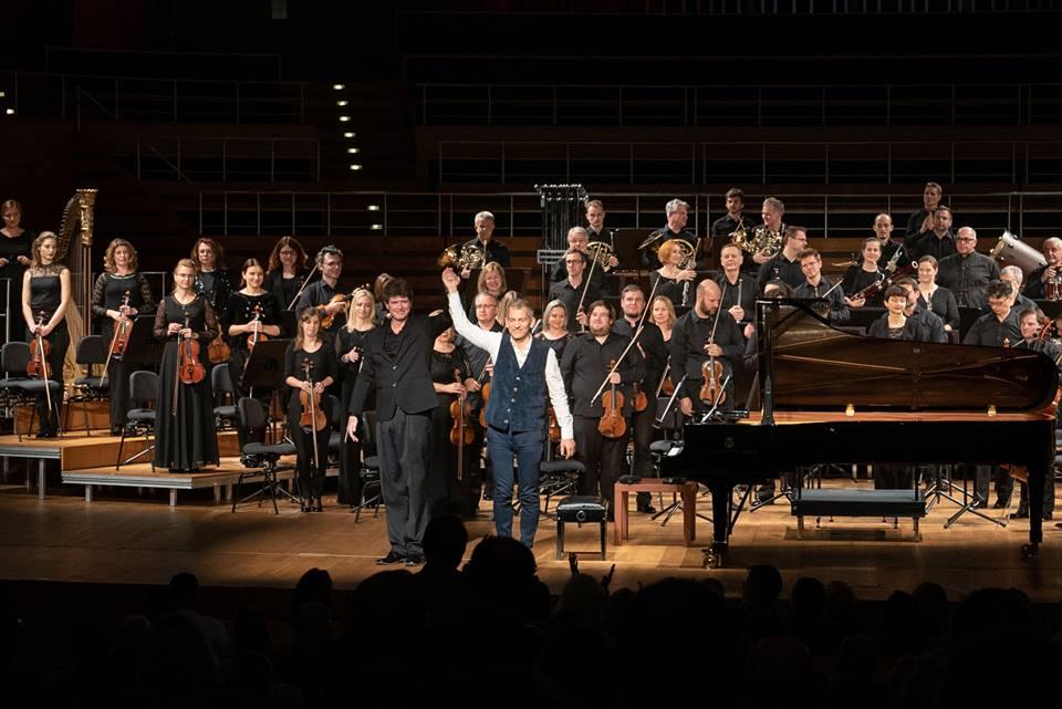 Бред Мелдо з Оркестром Вроцлавської філармонії, диригент Кларк Ранделл.