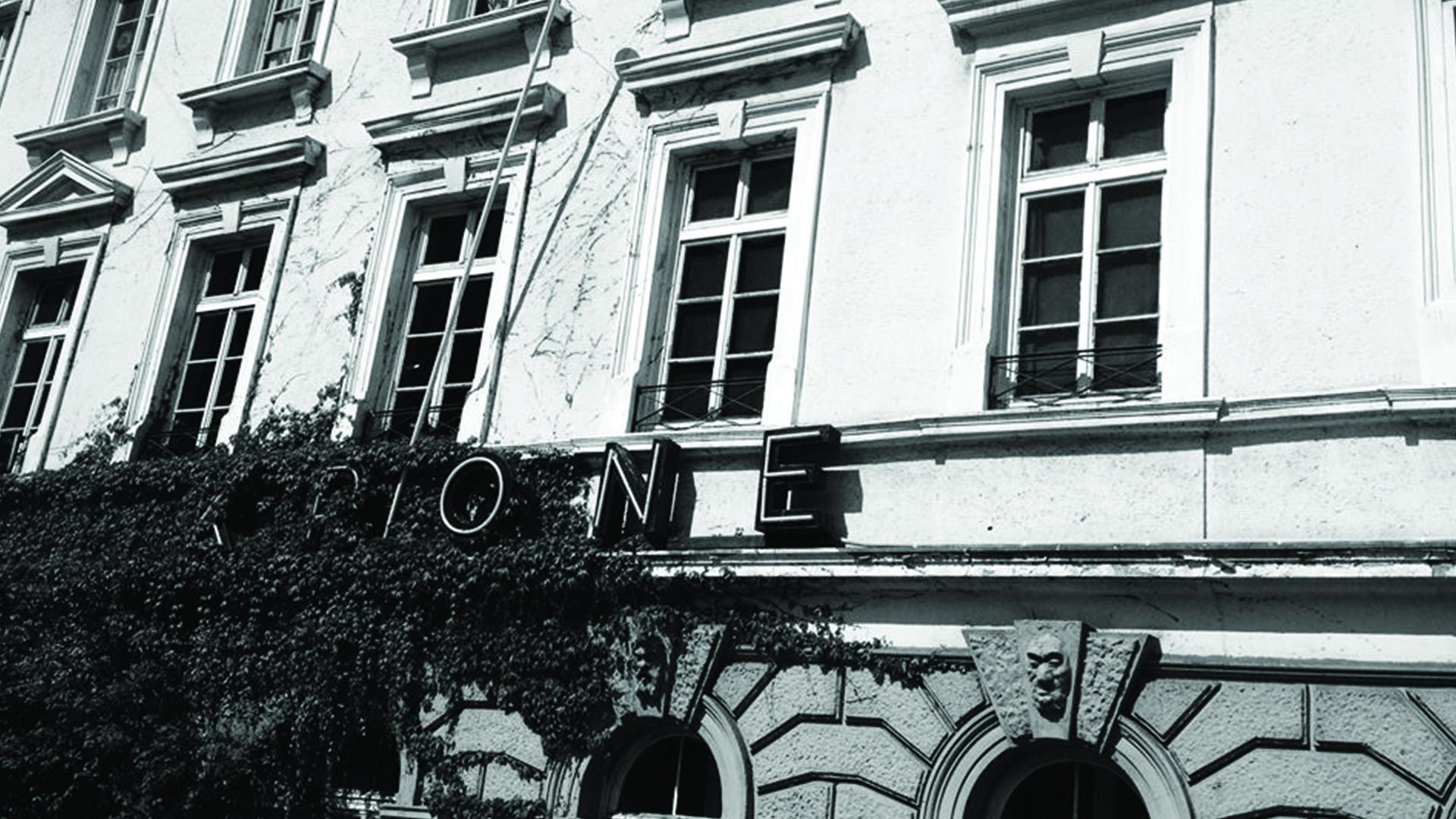 """Journey in der Krone - Was kann es Besseres geben, als Freunde zu treffen, tolle Live-Musik zu erleben, das Leben zu feiern und gemeinsam zu erkunden, warum das Thema """"Gott"""" auch heute noch relevant ist. Das sind unsere Journey-Events in Darmstadts Kultlocation """"Zur Goldnen Krone""""."""