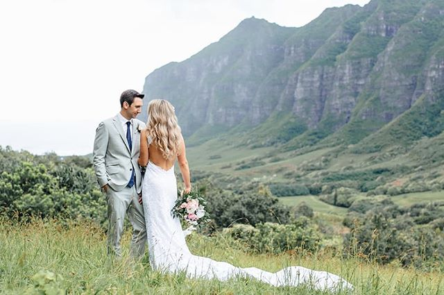 When your couples turn into models 😍 -- We loveeee when our couples add on a photo tour to this absolutely out of this world location. There is absolutely nothing more epic in this world! Read about photo tours on our blog!