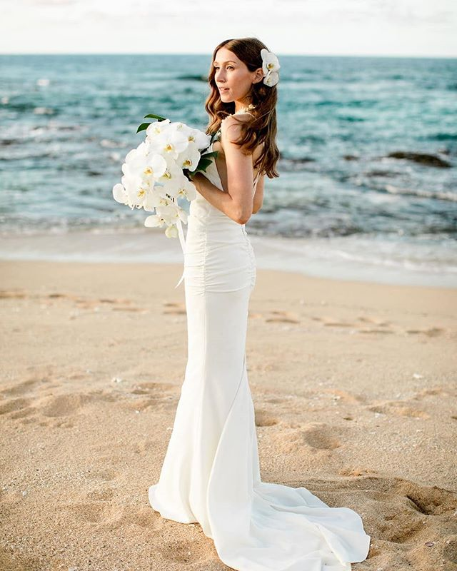 How do you choose what Wedding Style fits your personality? Check out our latest blog post about how to choose the right design for you! This gorgeous couple picked the stunning Modern Tropical design!