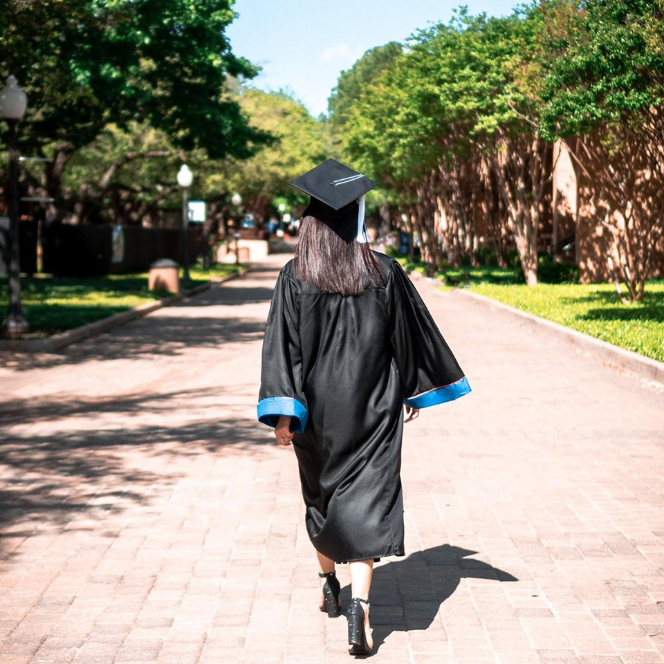 Griselda de la Rosa graduation walking away.jpg