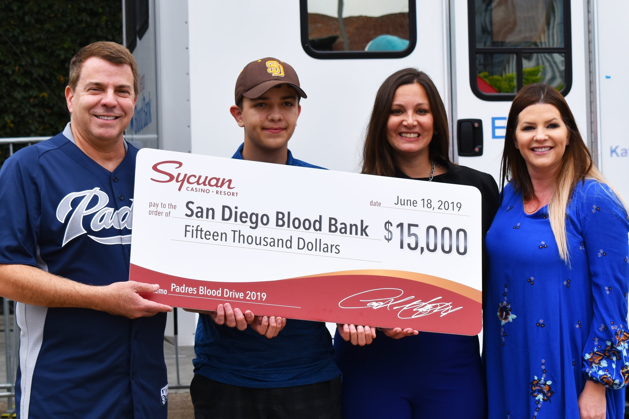 Lauren Morrow, Community Development Manager at Sycuan Casino Resort, presented a check to San Diego Blood Bank CEO David Wellis and Vice President of Development Sherry Serio alongside blood recipient Aidan Good.