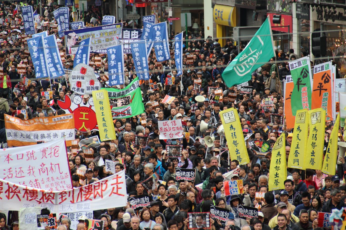 hong_kong_china_new_year_march_people_banners_flags_crowd_congested-1133160.jpg