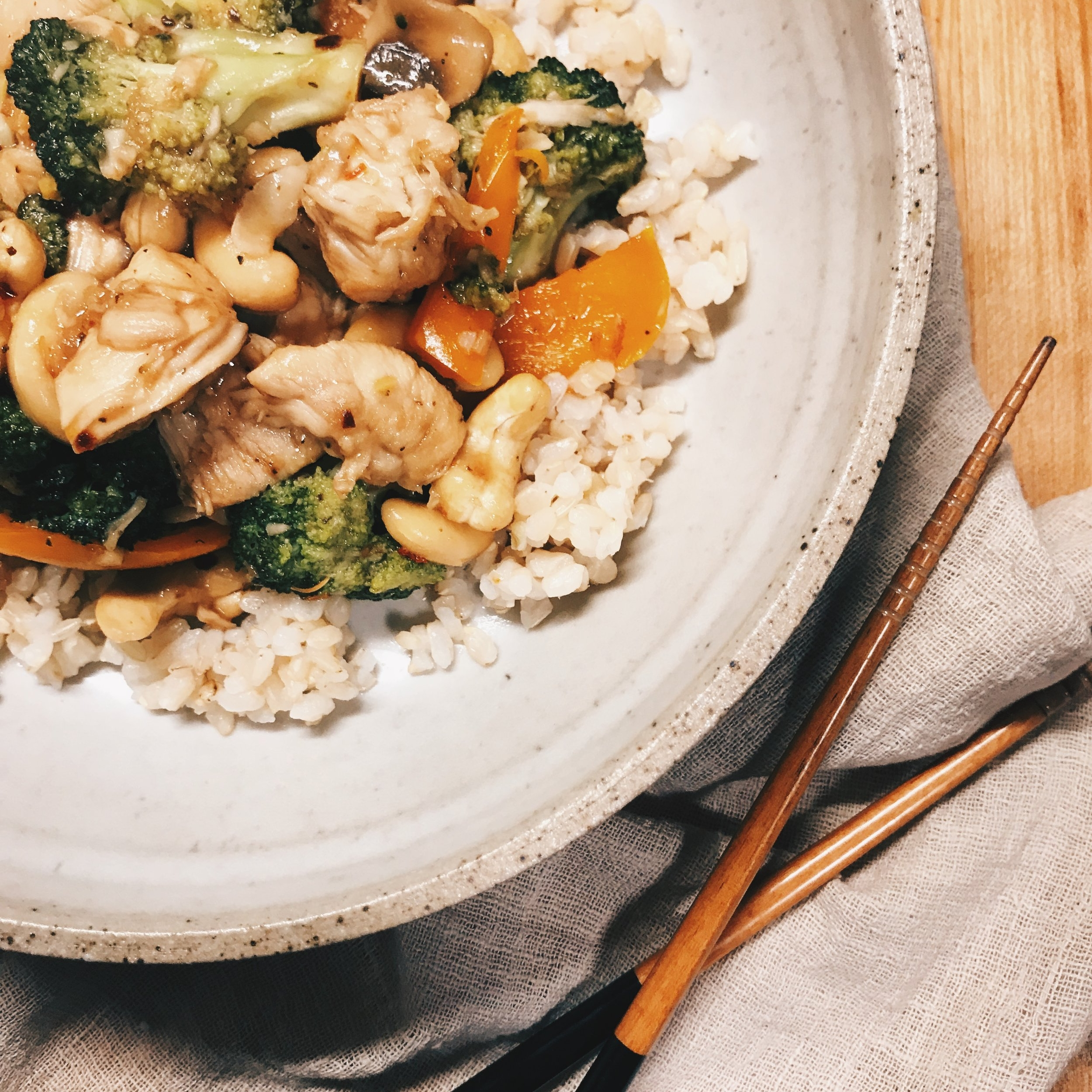 Cashew Chicken   It can be SO difficult to find solid asian style recipes and this one HITS THE SPOT! Very simple and SO tasty!    Recipe HERE   !