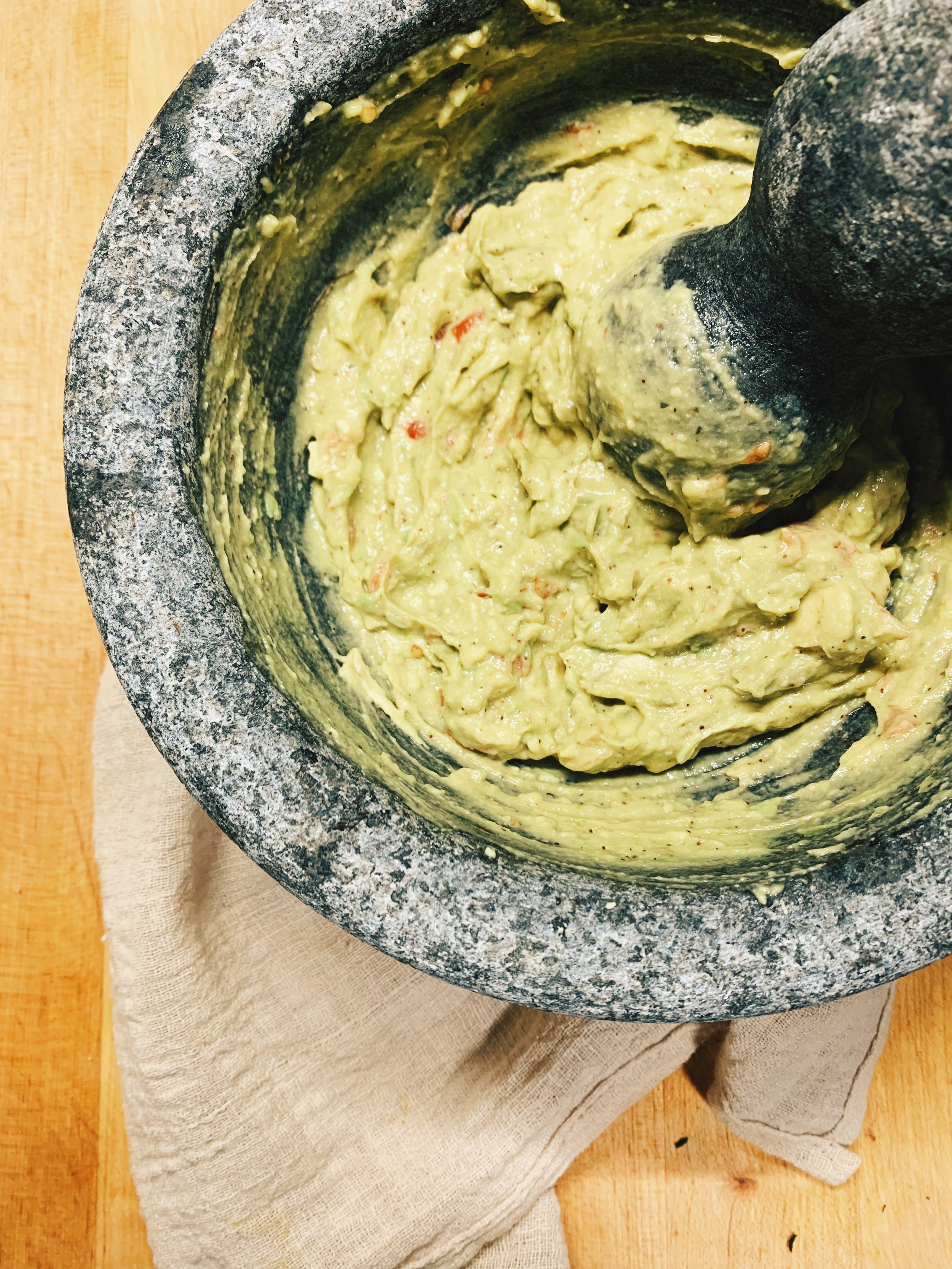 "Nicolette's ""Famous"" Guac   There is nothing famous about my Guac, but it is TASTY AF, so try it out! I don't measure but the ""recipe"" is below!  1 Ripe Avocado 3-4 Baby Tomatoes (Or 1 tbs of salsa) 1 Tsp Chili Powder 1/2 Tsp Cumin 1/4 Tsp Garlic Powder (or fresh garlic if you're fancy) Juice of 1/2 Lime Salt & Pepper to taste Mash the shit out of it and voila! Enjoy!"