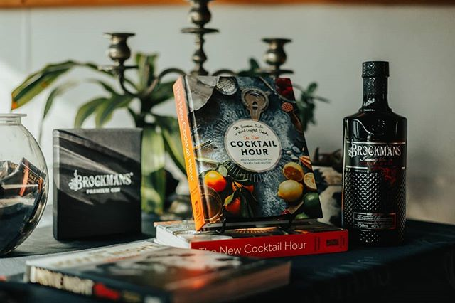 Worked a @brockmansgin event @milkcratecafe this Tuesday. I got to meet the authors of cocktail hour @withthedarlingtons . Awesome siblings with stellar carisma and taste. . P.S. dear IPA's sorry for cheating but I drink gin too now. . #brockmansgin #ginlovers #cocktaillovers #njphotographer #pmgridchallenge #pixelandlensclub #productphotos