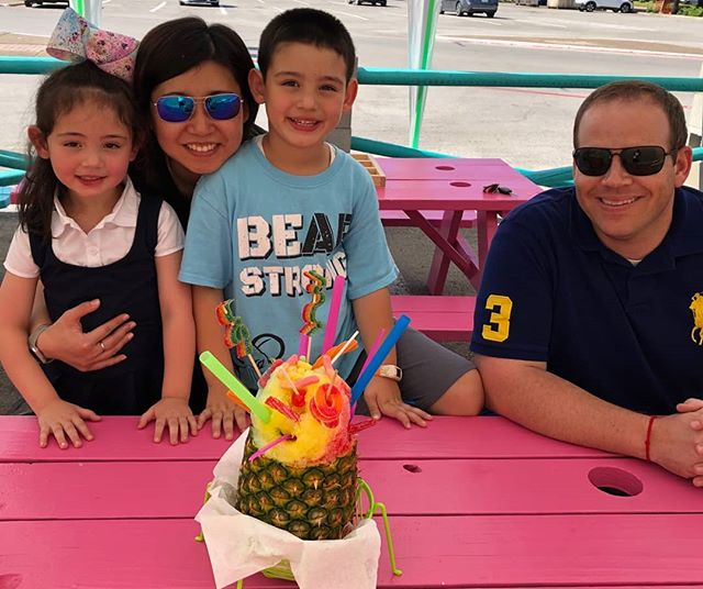 Perfect spot to cool off with a pineapple delight! 🍍🍍 #freezefactoryftw #snoconejunkie #fortworth #visitfortworth #snoconelife #snoconelove #westside #pineappledelight #campbowie #family #fun